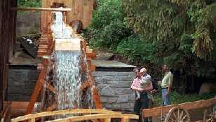 Wasserrad bei der Karlinger Hammerschmiede - Unterweissenbach Oberoesterreich