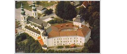 Basilika Maria Puchheim mit Kloster und Georgskirche - Attnang-Puchheim Oberoesterreich